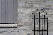Exterior wall in a mixture of Wiarton and Ebel natural bed building stone