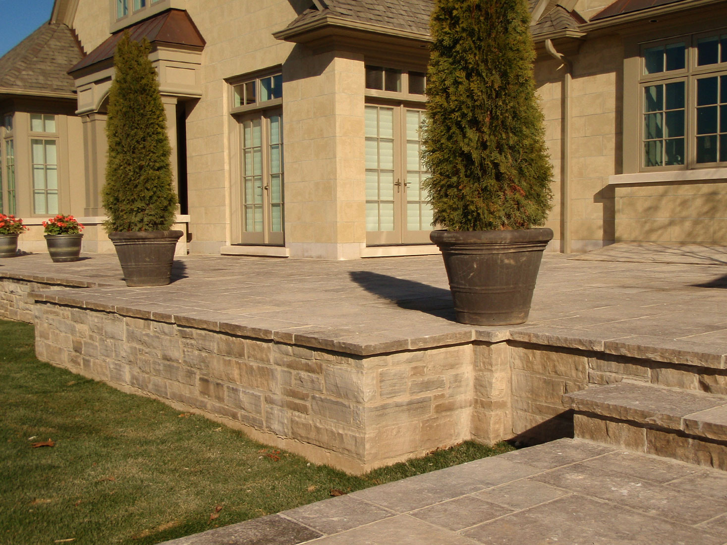 ... Raised Patio With Ebel Natural Bed Building Stone And Square Cut  Flagstone
